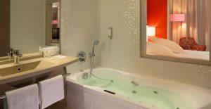 53f6fa06092a3_Suite-avec-baignoire-balnéo---Hôtel-Oceania-L'Univers-Tours-4-étoiles