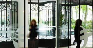 576ab12776e0d_2-hotel-oceania-univers-tours-4-etoiles-entree-exterieure